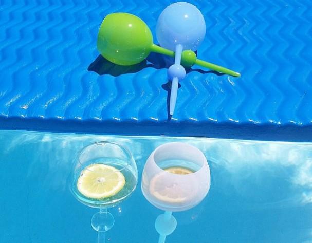 drijvende wijnglazen