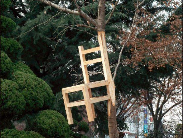 surrealische stoel boom
